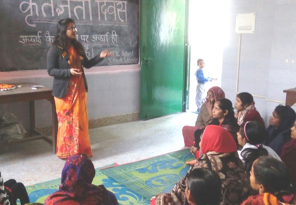 सुभाष नगर 9 ब्लॉक के निगम स्कूल में छात्रों ने किया अपनी माताओं का स्वागत