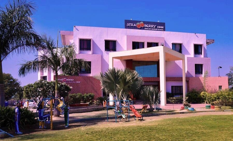 मुनि इंटरनेशनल स्कूल ने किया महाराष्ट्र के स्ट्रोबेरी स्कूल से अनुबंध