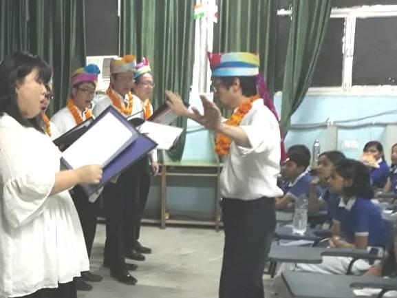 जापानी म्यूजिकल ग्रुप ने मुनि स्कूल छात्रों को बताया गीत-संगीत का महत्व