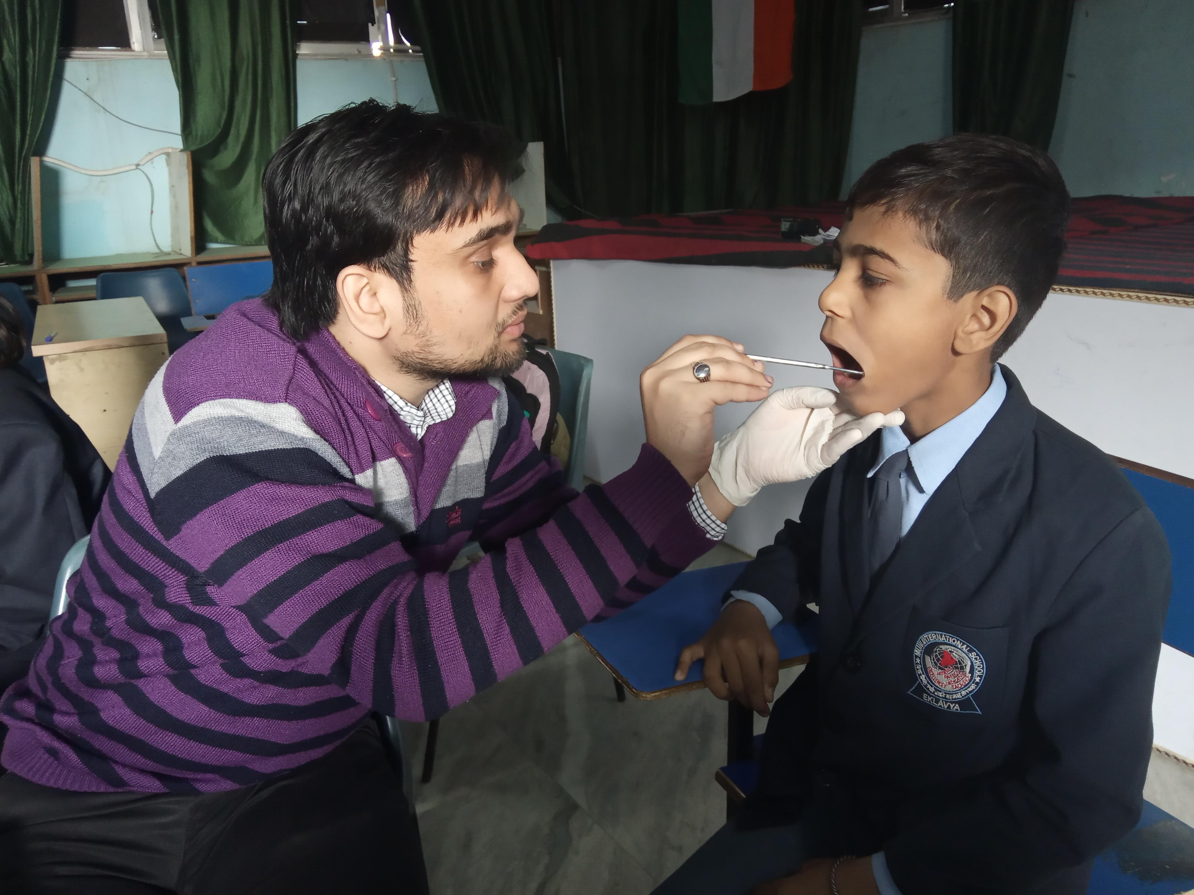 मुनि स्कूल में हुई छात्रों के  दांतों की जांच