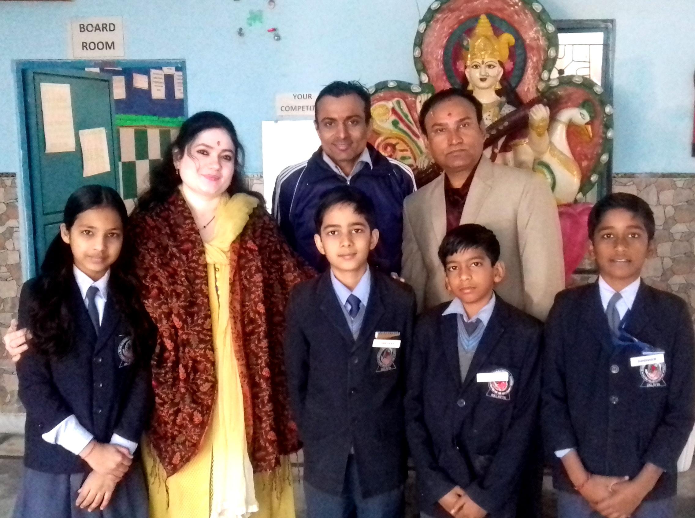 मुनि इंटरनेशनल स्कूल के छात्रों से मिले UniqYOU International School (IDAR) के प्रधानाचार्य हर्षद वी पटेल